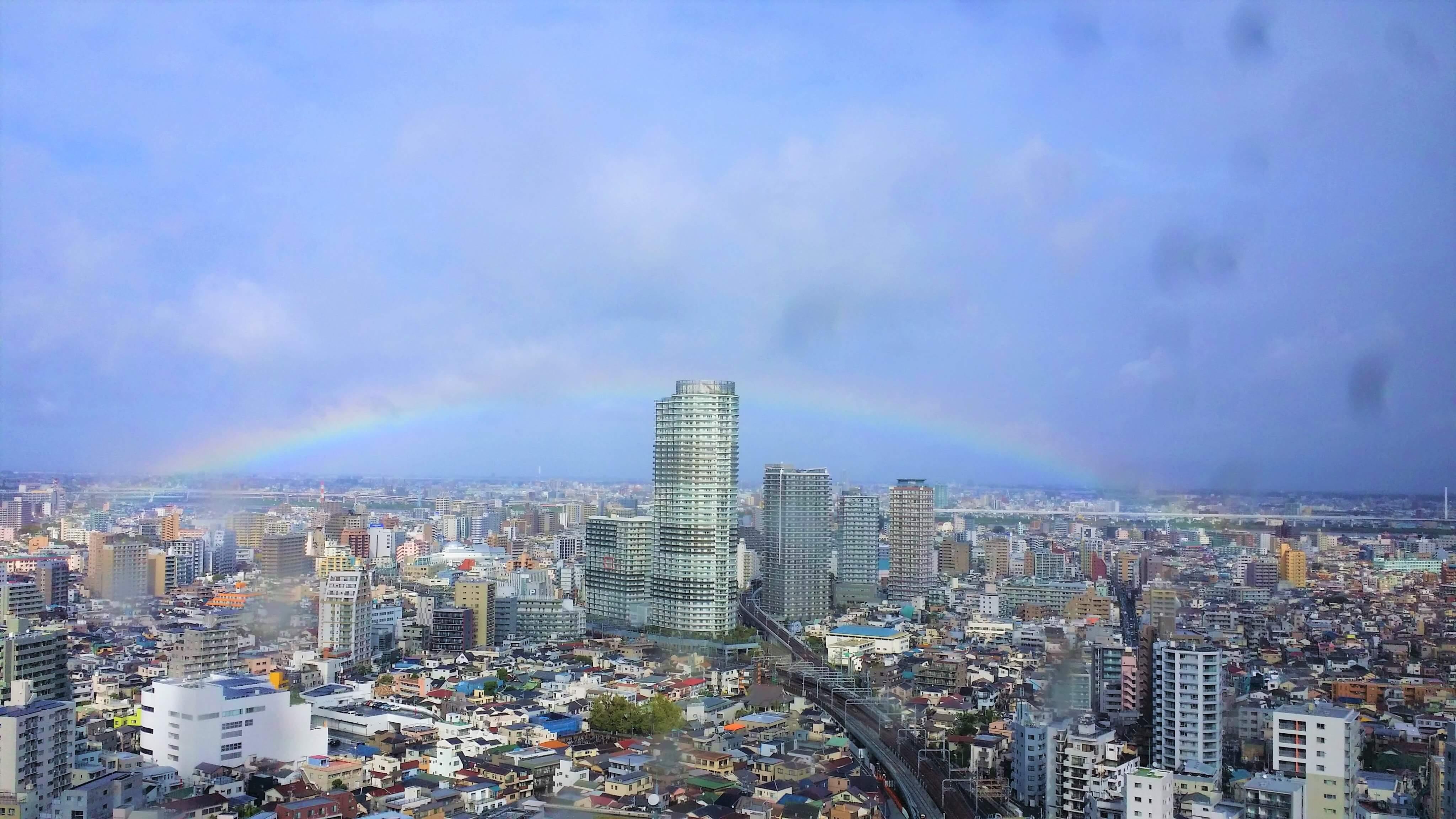 東京の空に虹が現れた